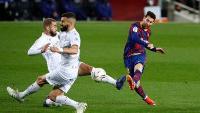 صورة في ليلة تألق ميسي.. برشلونة يضرب ويسكا برباعية