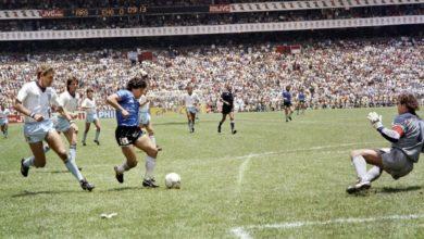 صورة بعد وفاة ماوادونا العالم يحي ذكرى الهدف الأسطوري لمارادونا في إنجلترا في كأس العالم 1986